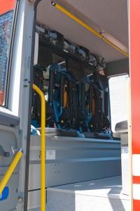 Die Atemschutzausrüstung in den Halterungen
